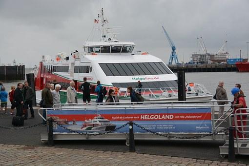 Katermaran Helgoland Abfahrt Cuxhaven